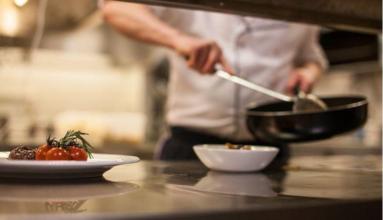 Gastronádoby GN, hrnce, rajnice, panvice, plechy, pekáče, misy a odmerky, vedrá